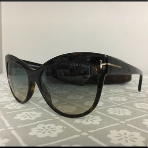 7239b8a94a Tom Ford Accessories - Authentic🆕 Tom Ford FT0430 Lily Cateye Sunglasses